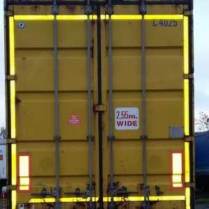 Semirimorchio portacontainer con cassa mobile