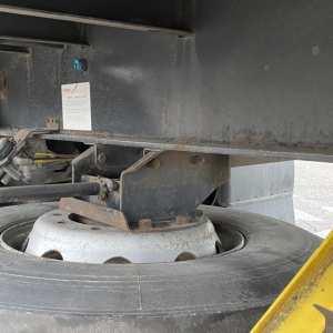 Semirimorchio Cassonato con buca porta coils e sedi per piantane
